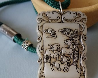 Rare and original jade pendant. representing three mountain goats announcing the Spring