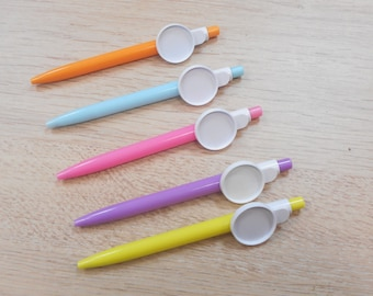 has 1 pen with 25 mm cabochon you make your choice cocktails theme