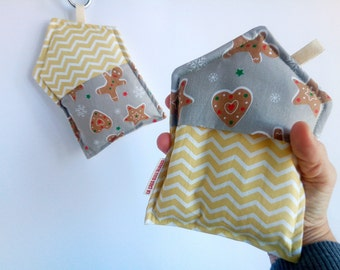 Kitchen pot holders in geometric and Christmas fabric