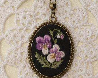 VP4 Vintage pansy necklace