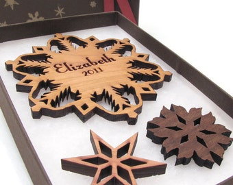 Personalized Christmas Ornament - Wood Snowflake Ornament Gift Box Set . Custom Engraved Snowflake