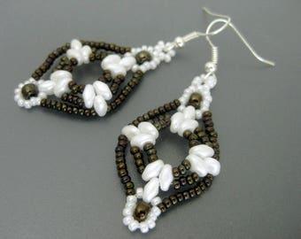 Superduo Earrings  / Beaded Earrings in Metallic Iris Brown and White / Seed Bead Earrings / Beadwoven Earrings / Beadwork Earrings