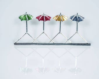 "4 seasons"" Brooch (green, red, yellow, blue)"