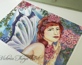 Kunstdruck - Blüte Feen Kunst Pfau Natur Blumen Blätter Efeu Blumen Girlande Golden Boho Hippie Hippie Natur Fee Pagan UK