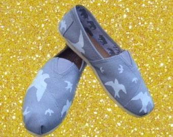 Painted Swallow Toms. [white swallow shoes] birds toms
