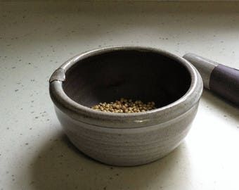 handmade mortar and pestle, mortar and pestle set, ceramic mortar and pestle, kitchen, pottery mortar and pestle, white