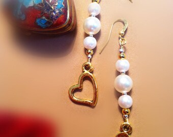 Earrings with white pearls and heart charms