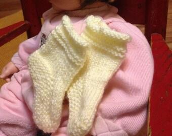 Pale yellow newborn hat & booties