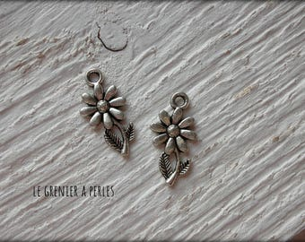 Small charm flower x 2