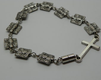 Bracelet with square silver beads plus cross and magnetic clasp (RB10)