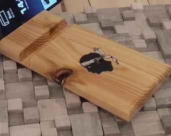 Support de téléphone portable en bois recyclé et tête de Maure