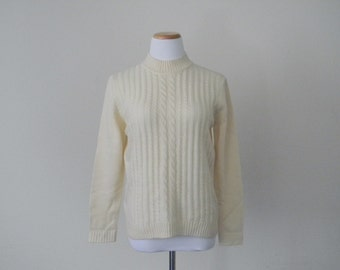 FREE usa SHIPPING Vintage ladies cable knit ivory pullover sweater preppy hipster nerd geek acrylic nylon size S