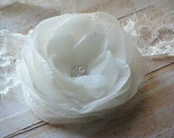 Ivory hair flower Bridal hair clips Ivory flower Ivory headpiece Ivory wedding flower 3 inch ivory flower Ivory hair piece Wedding accessory