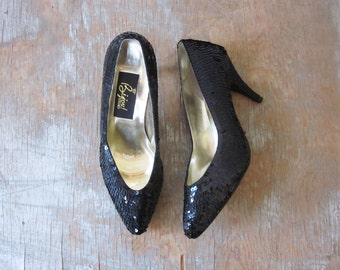 black sequin heels, vintage 80s high heels, black sequin shoes, 1980s cocktail party pumps, size 7 shoes