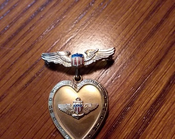 Vintage  sweetheart locket - PRICE INCLUDES SHIPPING