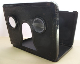 A nice vintage pair of 3D stereoscopic viewer folding metal will take  two size of photos.