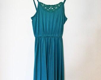 1970s Vintage Pleated Crochet Detail Dress in Teal
