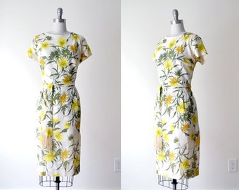 60 floral dress. 60's white dress. yellow print dress. xl. flower dress. 1960's crepe dress.