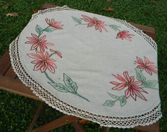 "Linen table topper ""Poinsettias on linen"""