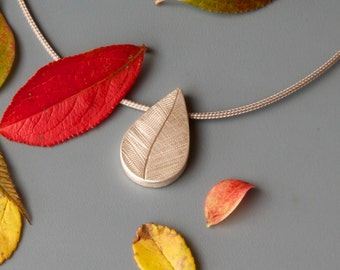 Drop shaped picture locket, Sterling Silver, Leaf, sterling silver picture Locket, Silver Leaf pendant