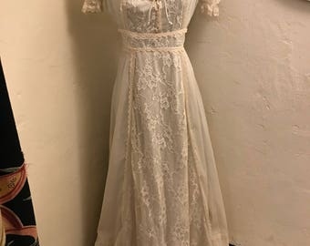 Lovely Seventies Ivory Cotton and Lace Gunne Sax (?) Gown Size M/L