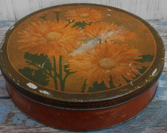 Charming Rusty and  Chippy Old Floral Tin!
