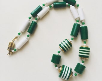 1960s vintage green and white plastic beads choker necklace
