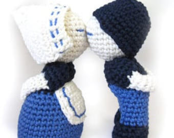 Crochet Package Kissing Couple