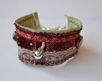 green cuff with lace