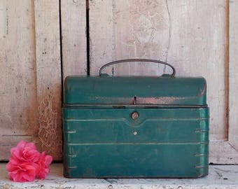 Vintage Green Lunch Box, Domed Lid