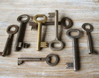 vintage skeleton keys - 8 genuine vintage iron and brass keys - wall decor, skeleton keys (S-17d)