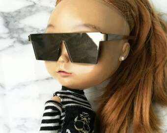 SALE40% W IVORY  GLASSES-for blythe doll