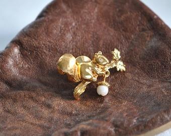 Vintage     Squirrel  Pin      Gold Tone