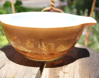 1962 - 1971 Vintage Pyrex 442 - Early American - 1 1/2 Qt (2nd smallest) Cinderella Mixing Bowl - Fair to Good Condition