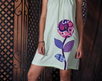 Große große Blume lila Kleid