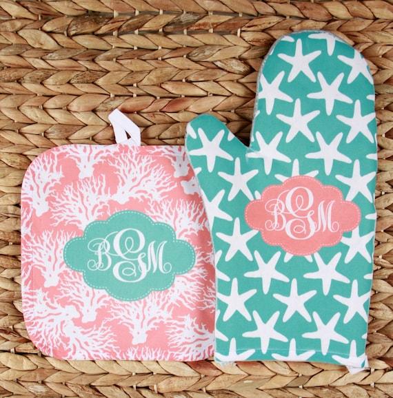 Oven Mitt Pot Holder Monogrammed Gift Set Personalized Oven Mitts Gifts for Mom Decor Dining Housewarming Hostess Gift Monogrammed Custom