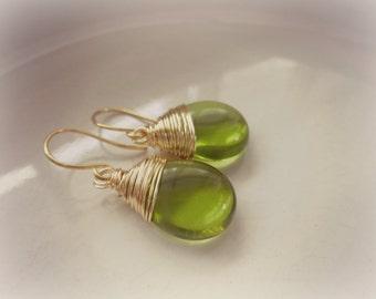Grüne Ohrringe, Gold-Draht gewickelt Ohrringe, olivgrün-Schmuck