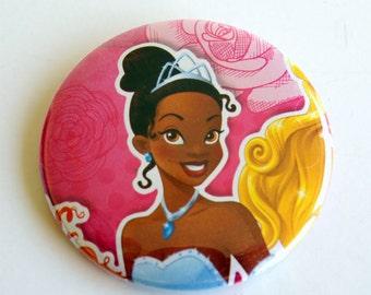 10 Upcycled Disney Princesse bouton - princesse cotillons - fête d'anniversaire de princesse - princesse Tiana faveurs - princesse Tiana cotillons