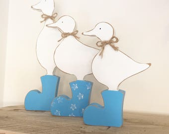 Freestanding Shabby Chic Duck Family in wellies