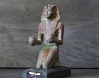 Tuthmosis Offering Egyptian Statue