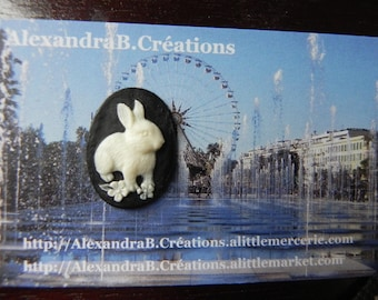 1 cabochon 25 x 18 mm cameo white rabbit on a black background