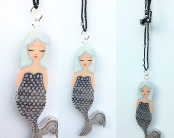 Mermaid with crochet necklace black white silver, Zoownatas