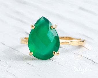 Green Onyx Ring Gold, Solitaire Ring, Green Stone Ring, Stacking Ring, Tear Drop Ring, Prong Set Ring, Statement Ring, Gift for Her