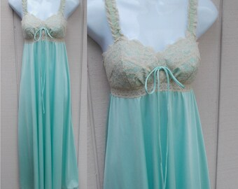 """Vintage OLGA 60s Aqua Green Nightgown with 110"""" Sweeping Hem // Size 32 - Sml to xs"""