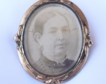 Victorian Photo Portrait Brooch for Repair, Antique Mourning Jewelry, Victorian Jewelry for Crafts or Repurposing