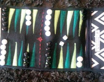 Backgammon, Travel backgammon set, black and white zig zags