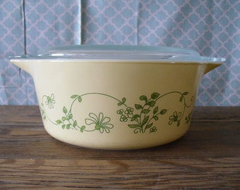 Vintage Pyrex Shenandoah Casserole Dish # 475 with Matching Pyrex Clear Glass Lid Pale Yellow Dish with Vining Green Flowers Leaves Design