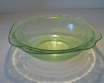 "Vintage 1930's green Parrot or Sylvan 8"" large berry bowl"