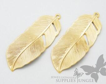 P011-MG // Matt Gold Plated Feather Pendant, 2pcs