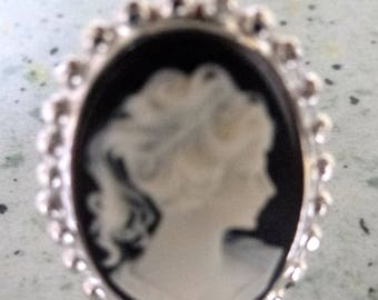 adjustable cameo ring Silver 925 Marie Antoinette black background